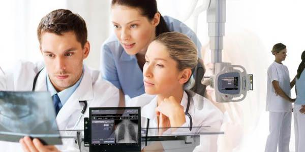 curso-de-Radiologia-pessoas-vendo-raiox